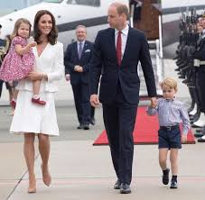 Кейт Мидлтон и принц Уильям с детьми