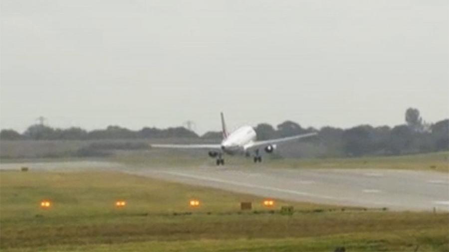 Самолет компании Эйрфранс не смог приземлиться