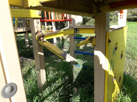 Детская площадка у ДК Металлург