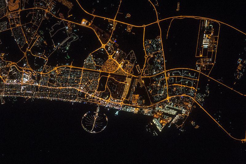 Дубаи ночью, вид из космоса