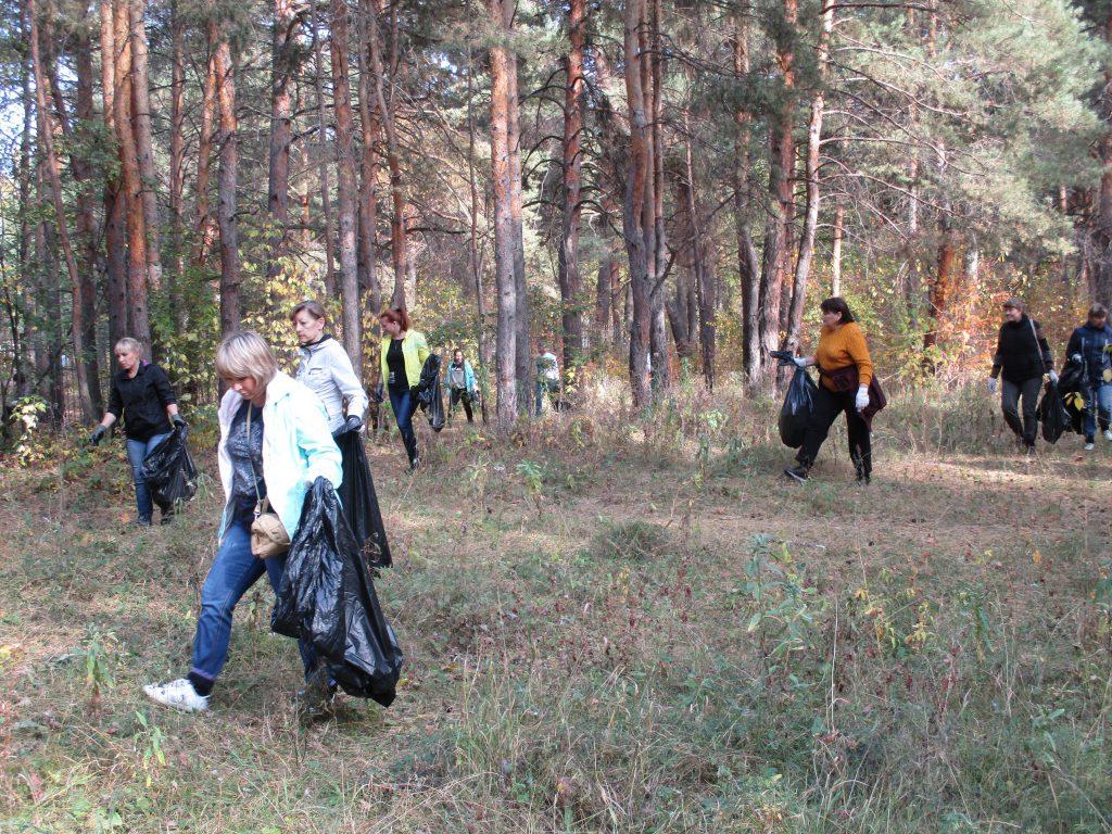 Уборка мусора в Разгуляевском парке
