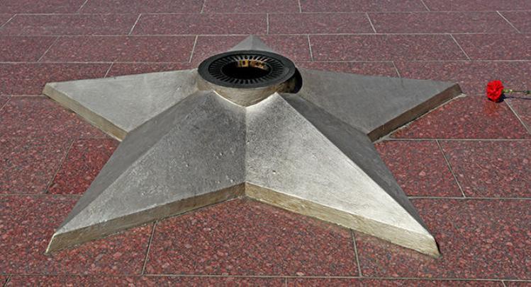 Полицейские объявили в розыск вандалов, осквернивших Вечный Огонь в Коркино