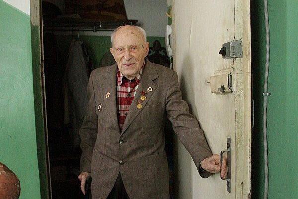 В Казани 92-летний ветеран ВОВ отбился от коллекторов