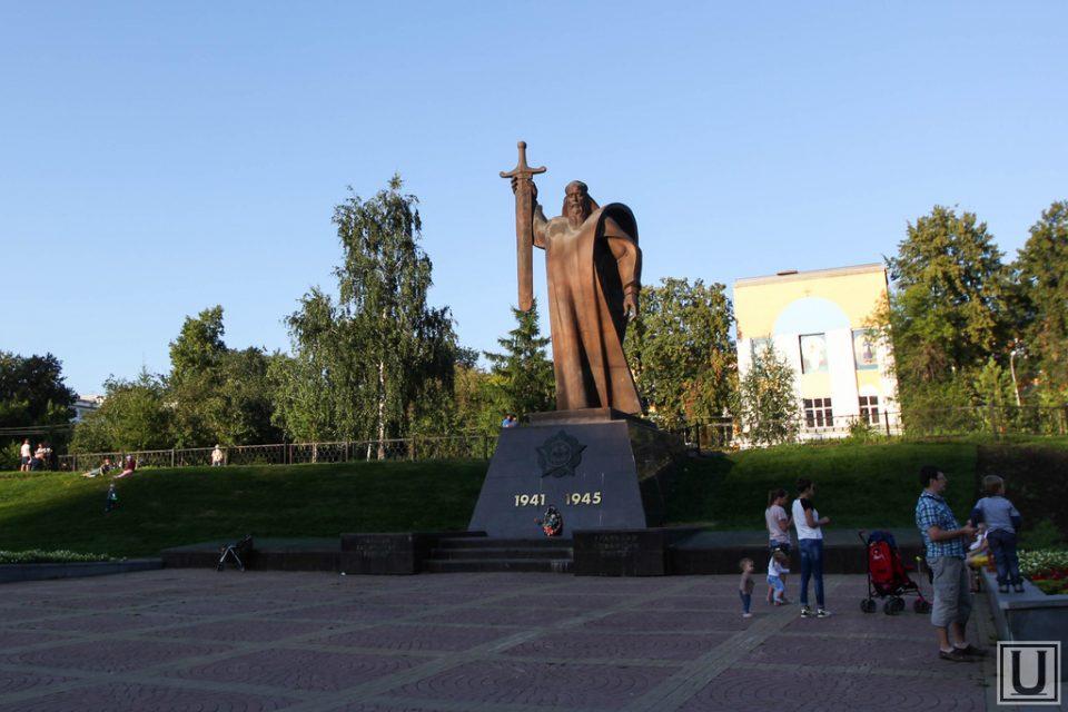 площадь Обороны в Екатеринбурге