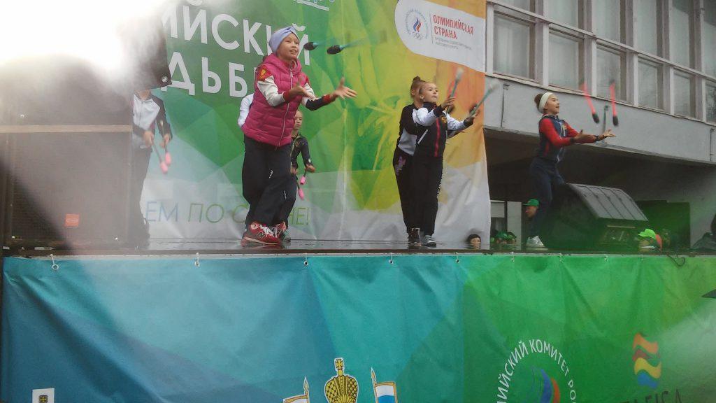 День ходьбы выступление секции художественной гимнастики