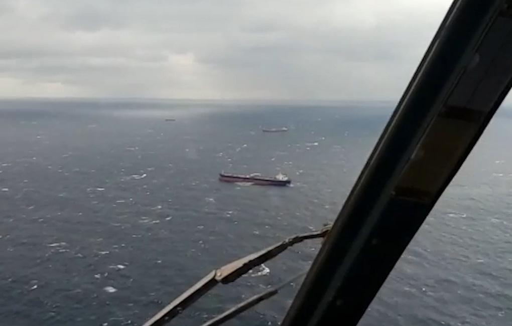 Греческий танкер доставит спасенных моряков в Новороссийск