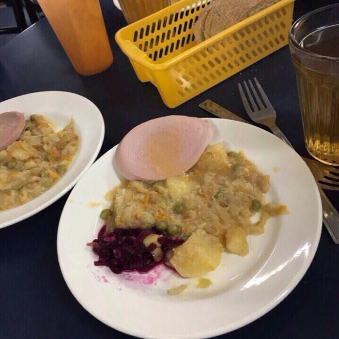 Обед в школе № 15 города Тюмень