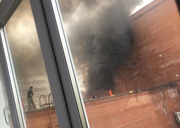Пожар на крыше лицея №3 в Екатеринбурге