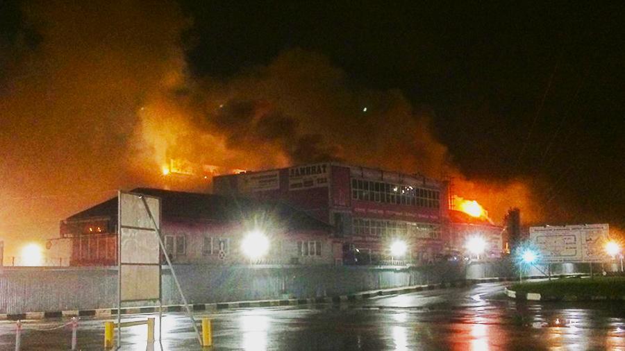 Пожар на строительном рынке в Реутове
