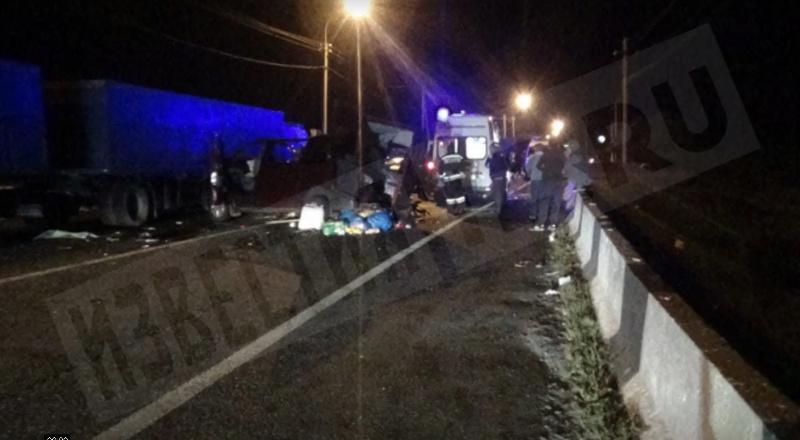 В Северной Осетии автобус врезался в КАМАЗ