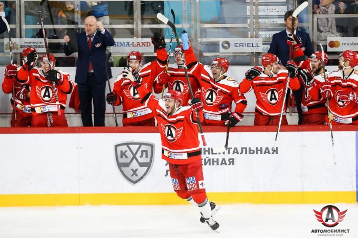 Автомобилист - Сибирь: 17 победа подряд уральских шофёров