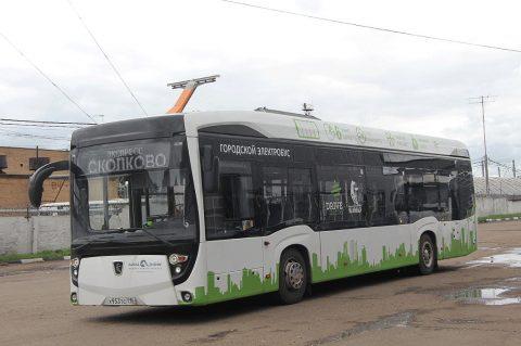 Вслед за Москвой, электробусы появятся в Санкт-Петербурге. На фото электробус КАМАЗ-6282.