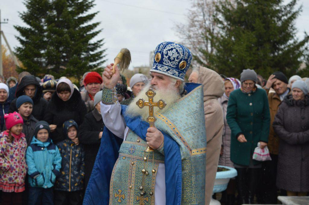 Отец Иоанн проводит праздничное Богослужение