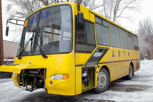 В рамках гуманитарной помощи Россия передала ДНР три школьных автобуса