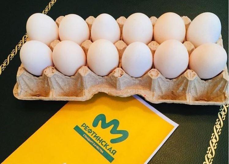 упаковку с 12 яйцами