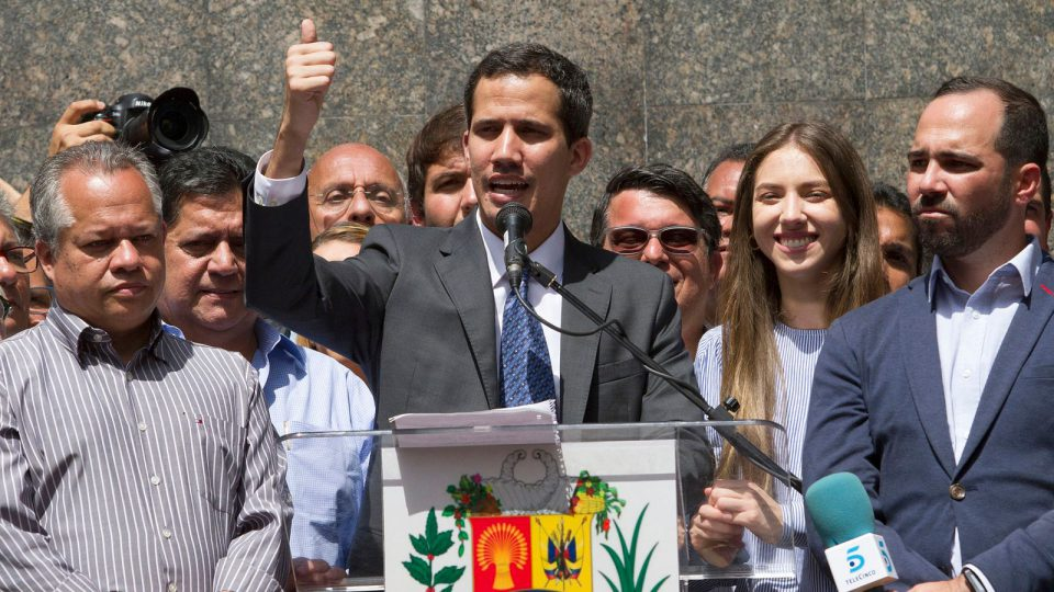Хуан Гуаидо объявил себя и.о. президента Венесуэлы