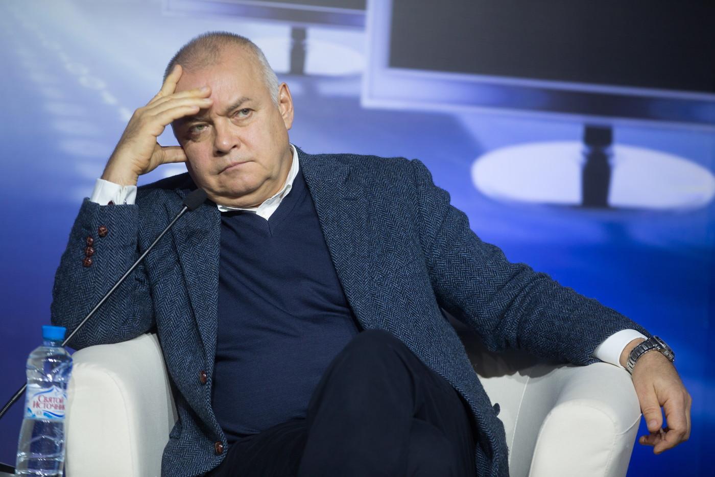 """Телеведущий """"России 1"""" Дмитрий Киселёв по решению суда обязан выплатить"""