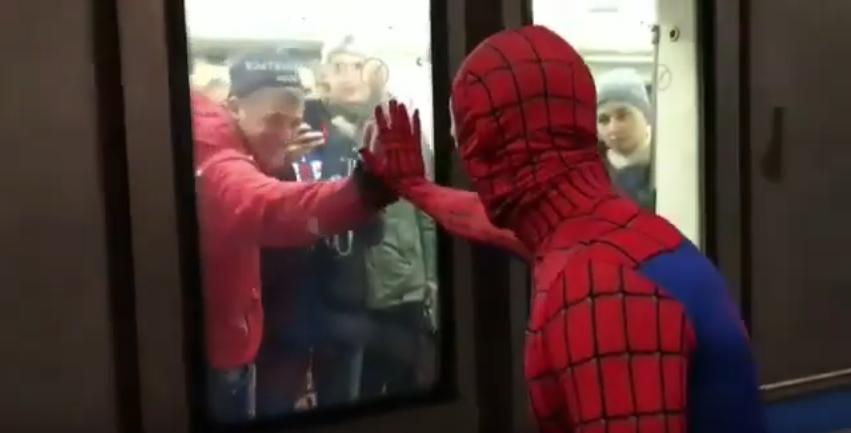человек-паук в московском метро