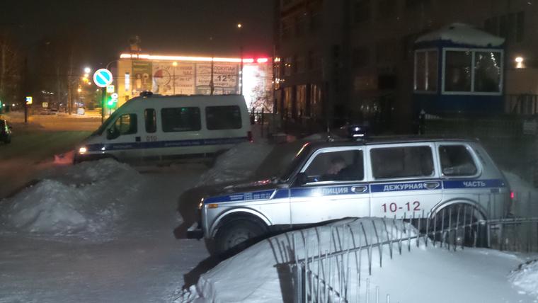 В Екатеринбурге двое полицейских ранены