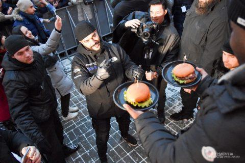 Тимати накормил Екатеринбург бесплатными бургерами