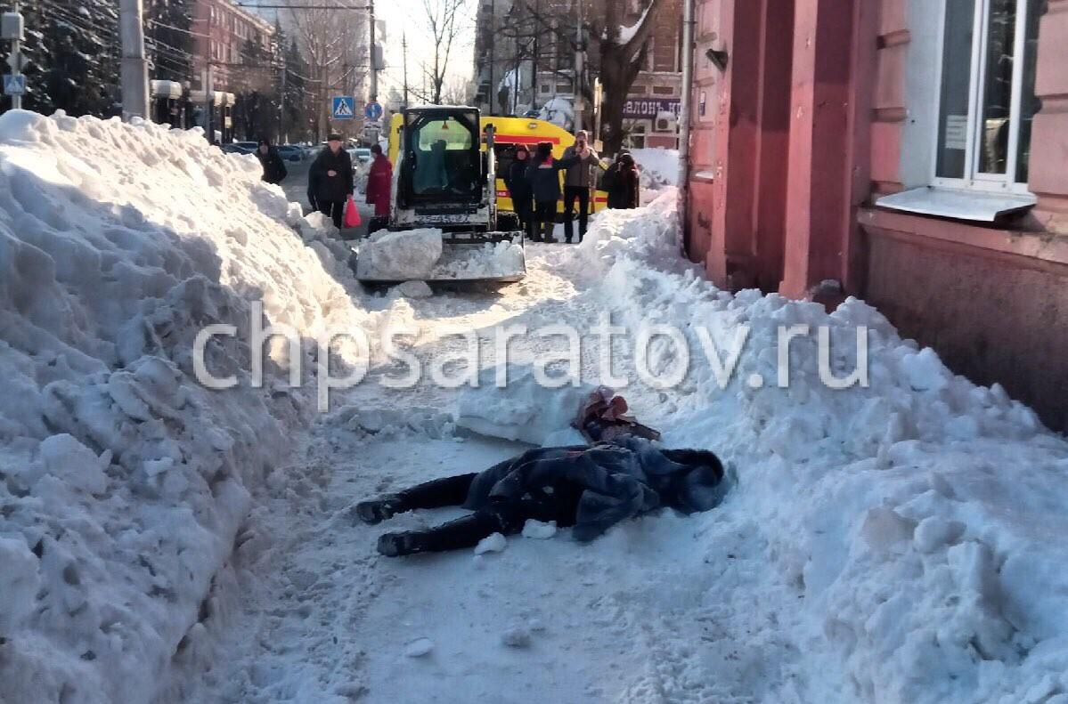 снегоуборщик задавил пенсионерку