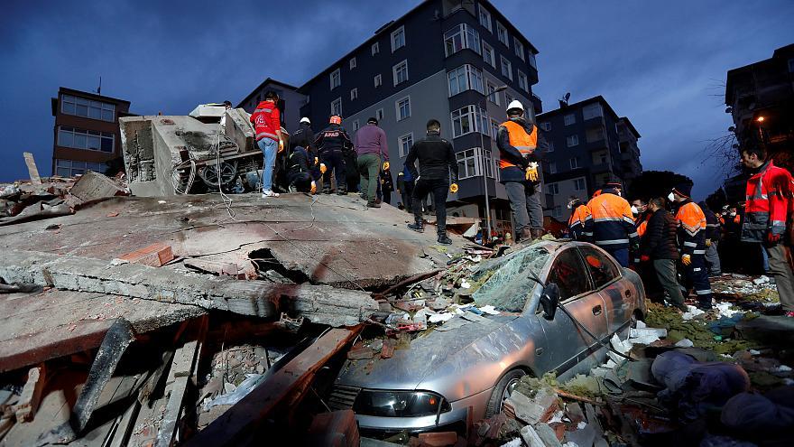 Обрушение жилого дома в Стамбуле