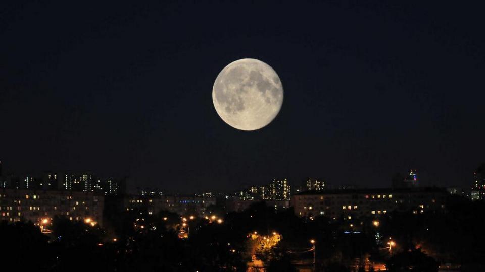 Сегодня ночью астрономы обещают нам Суперлуну