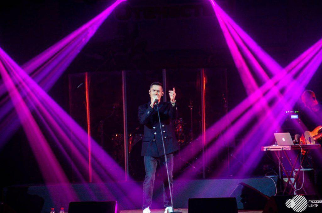 дали концерт российские артисты
