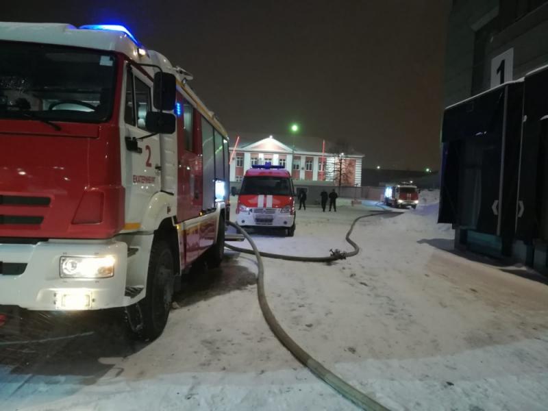 Пожар в ТРЦ «Карнавал» произошел рано утром