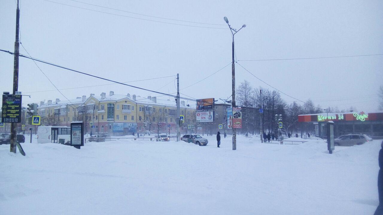 Уборка улиц от снега в Каменске-Уральском