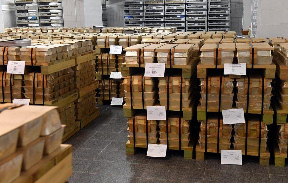 Банк России в 2018 году купил рекордное количество золота