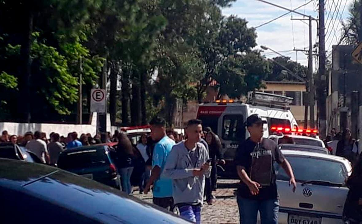 В Сан-Паулу подростки расстреляли