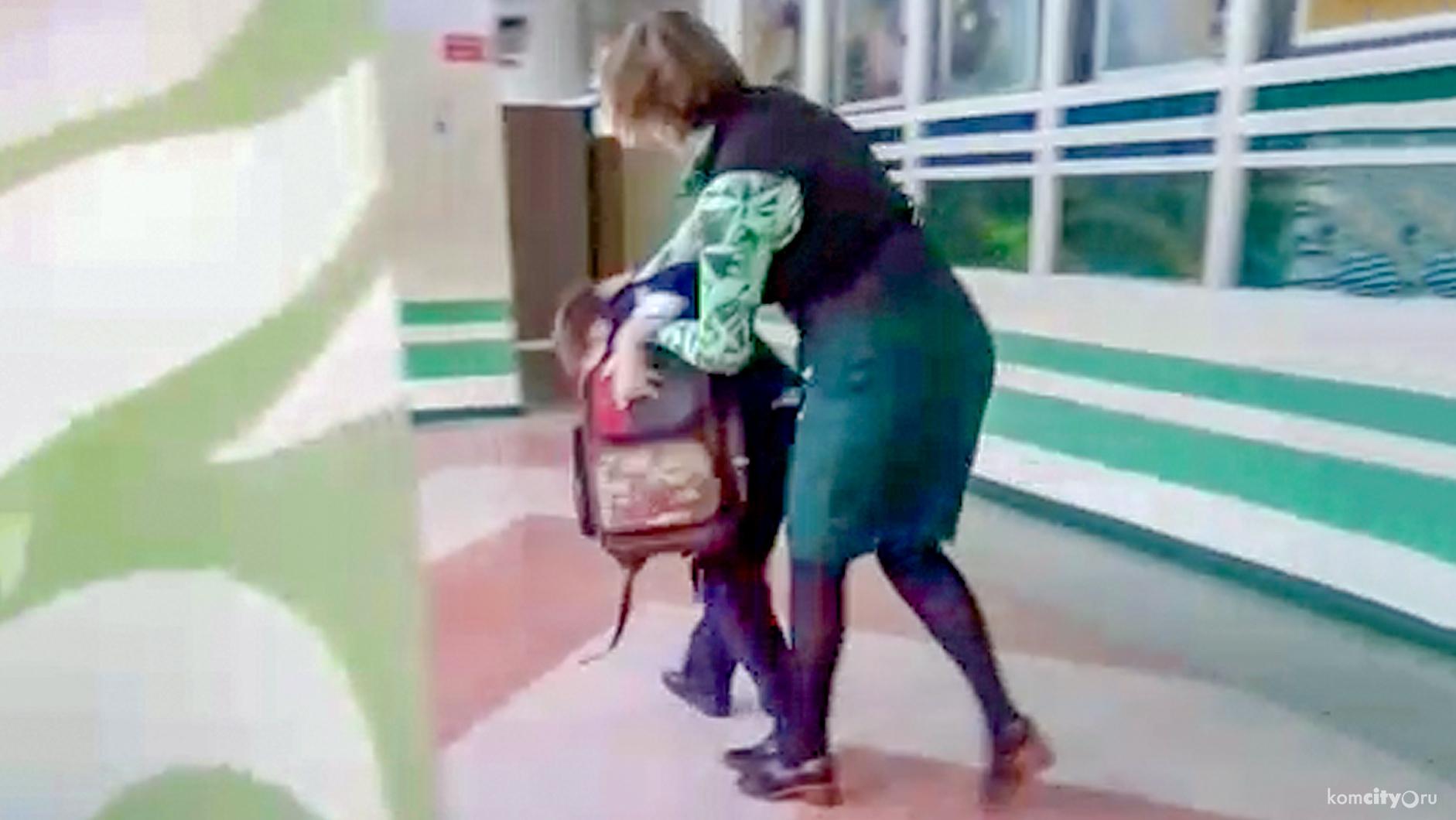 школьник ударил учителя стулом