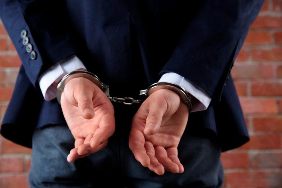 Аресты и отставки