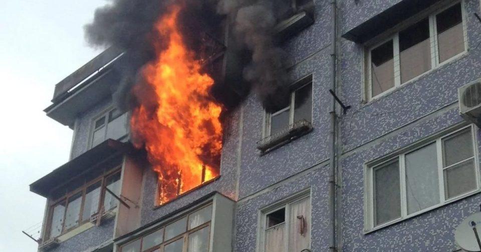 В Екатеринбурге мужчина погиб, спасаясь от пожара