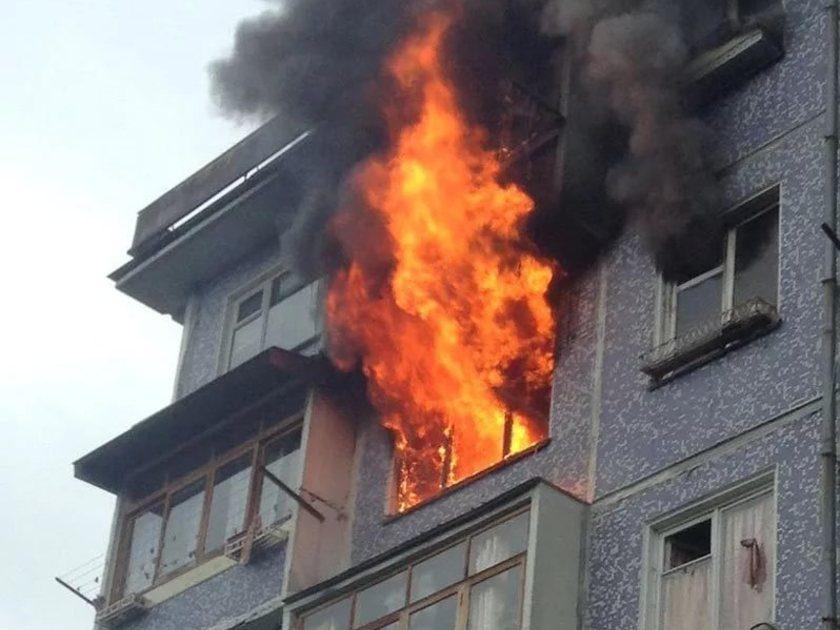 В Екатеринбурге мужчина выпрыгнул из окна, спасаясь от пожара