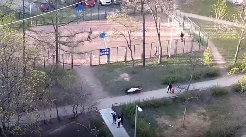 В Питере дети играли возле трупа