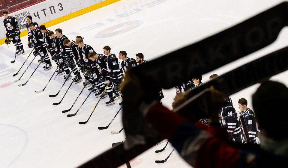 Трактор покинут 14 хоккеистов