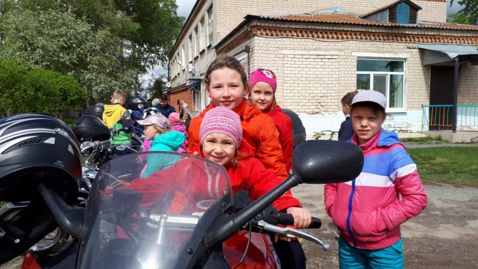 Каменские байкеры посетили детский дом
