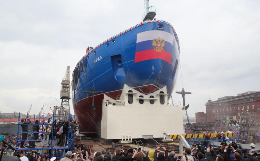 Новый серийный атомный ледокол «Урал» спустили на воду в Петербурге