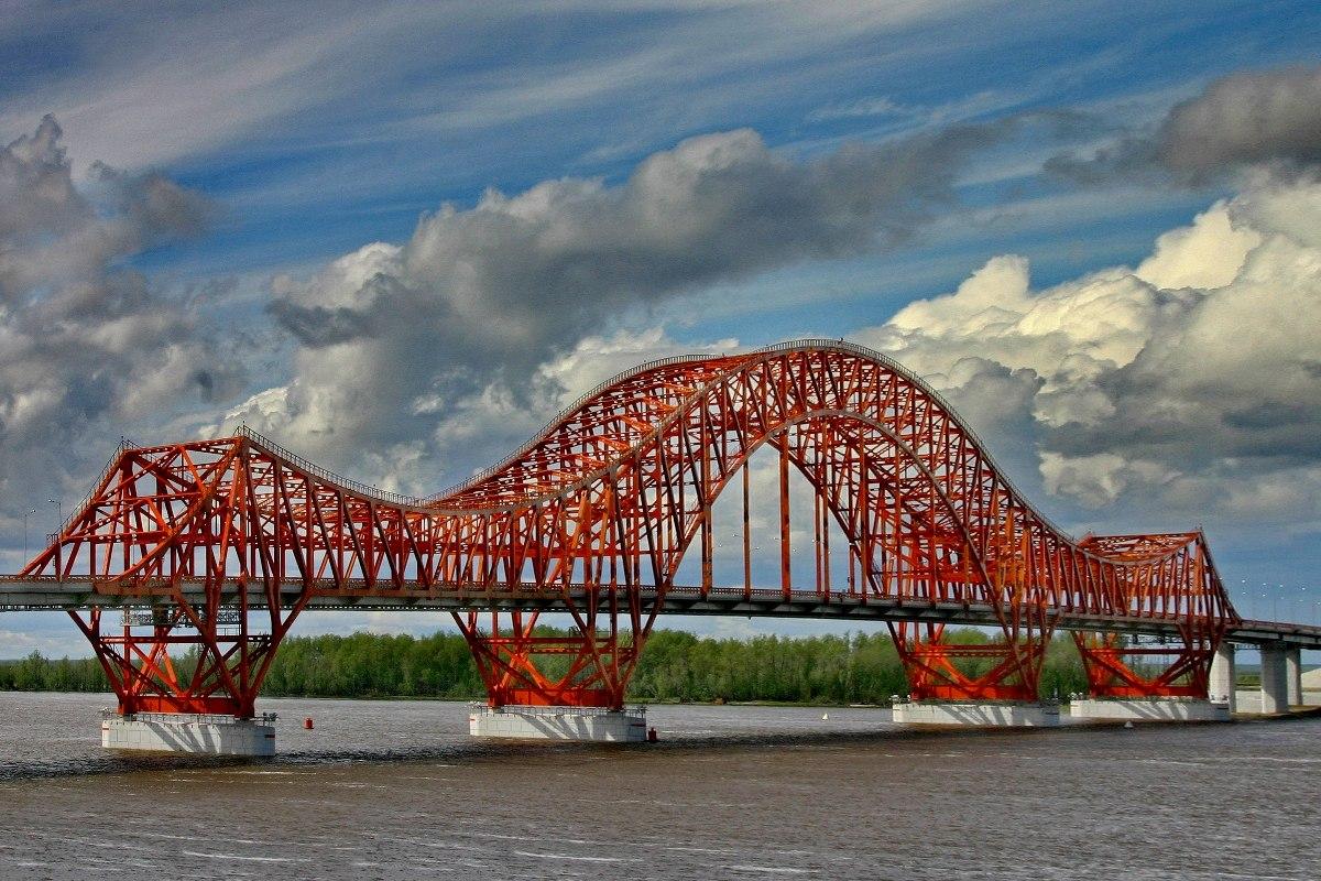 Житель Омска упал с моста