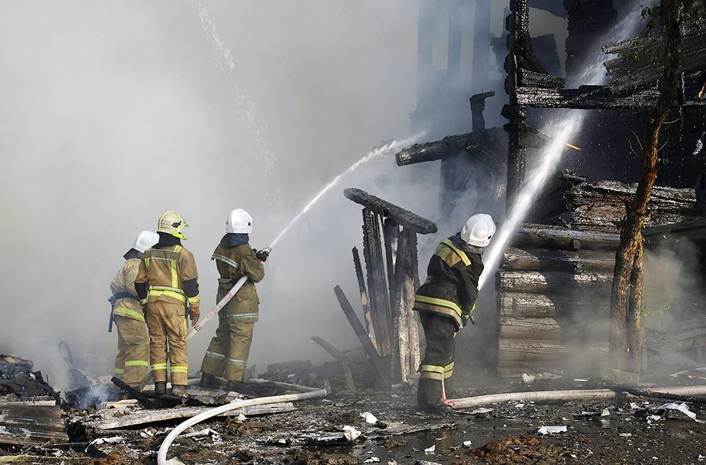 Трое детей и их отец погибли при пожаре в Красноярском крае