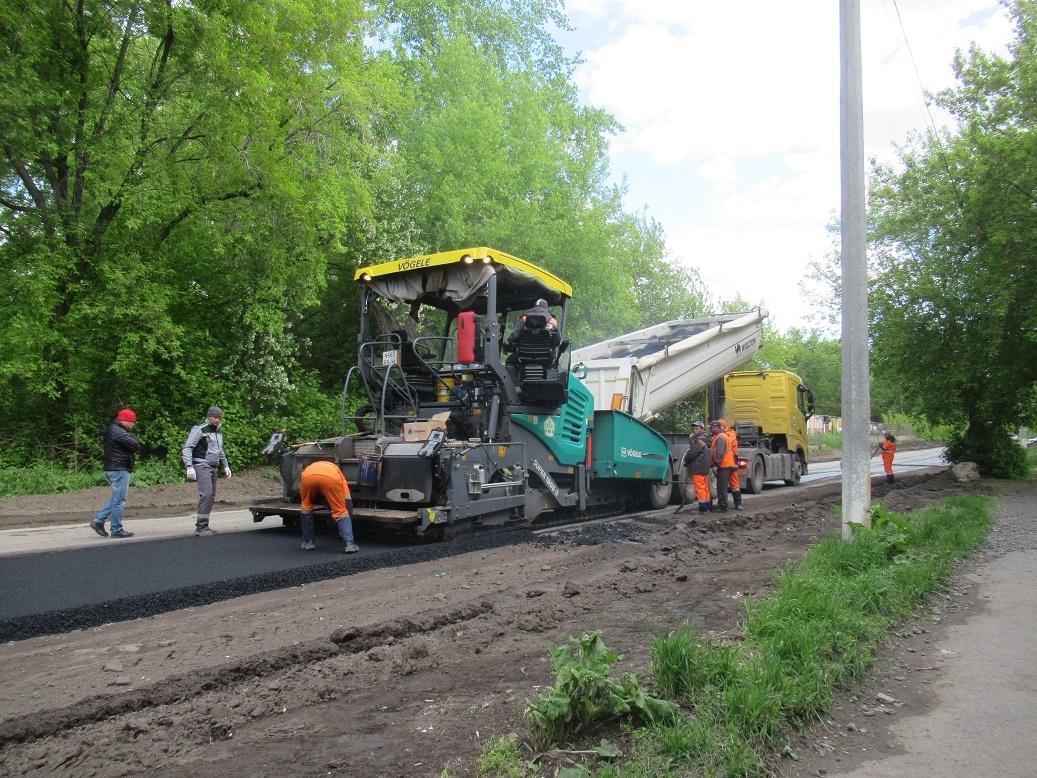 Ремонт дорог в Каменске-Уральском: идет укладка асфальта на Железнодорожной