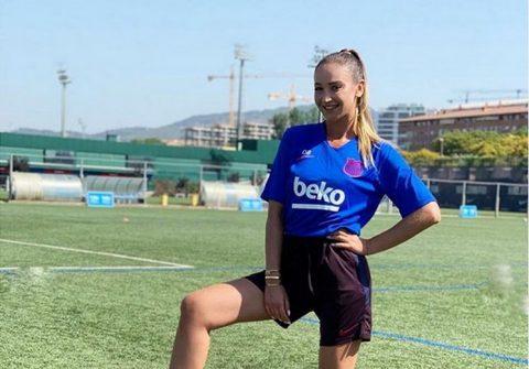 Бузова приехала на тренировочную базу ФК Барселона