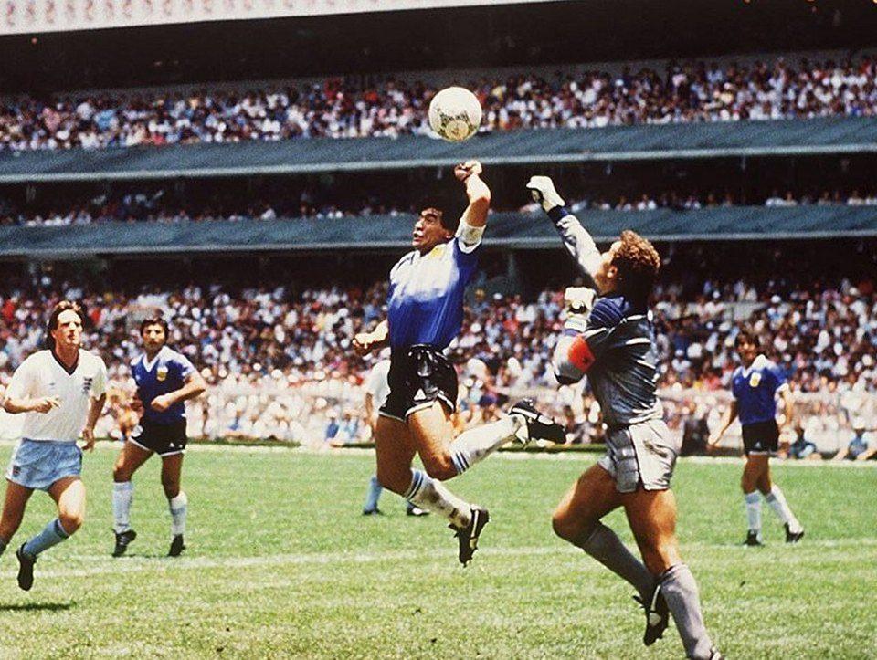 """В этот день в 1986 году Диего Марадона забил гол """"рукой Бога"""""""