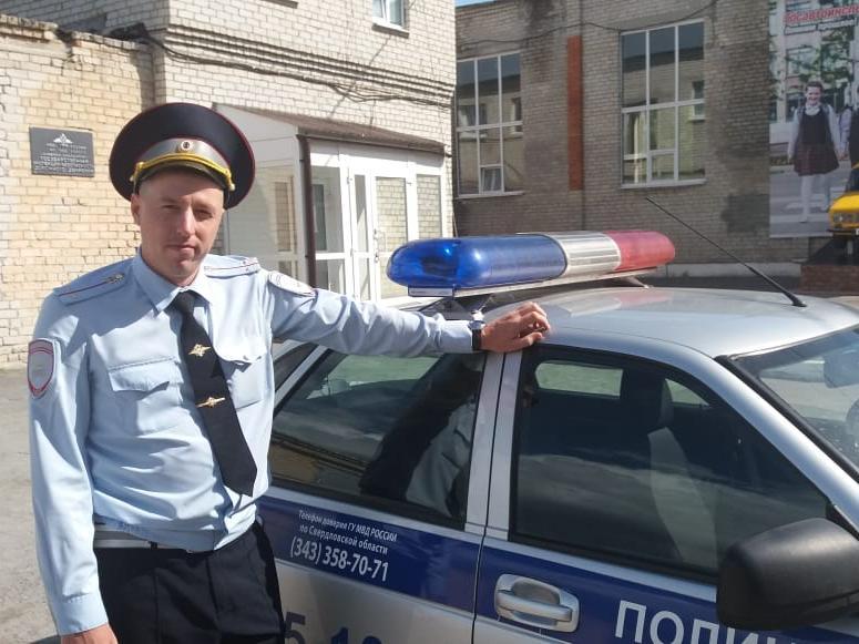 В Каменском районе сотрудники ДПС спасли из пожара двух человек