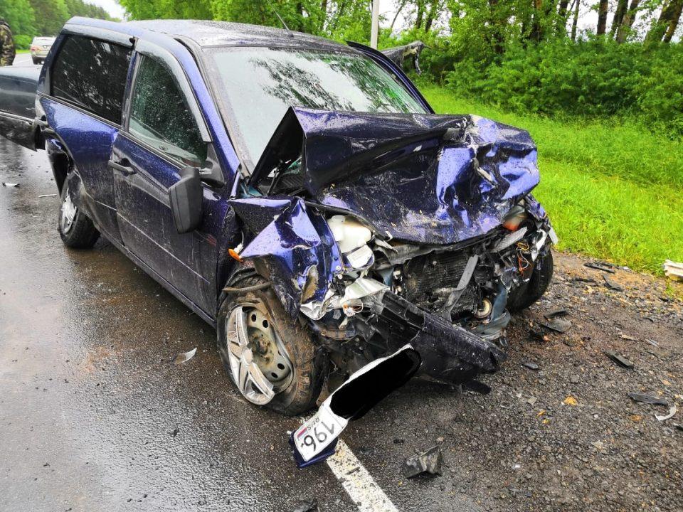 В Каменском районе столкнулись три автомобиля, два человека пострадали