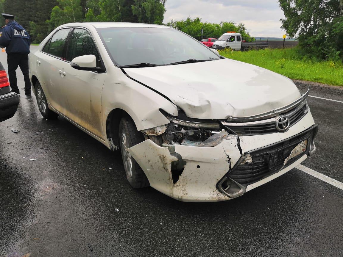 В Каменском районе столкнулись три автомобиля, тойота