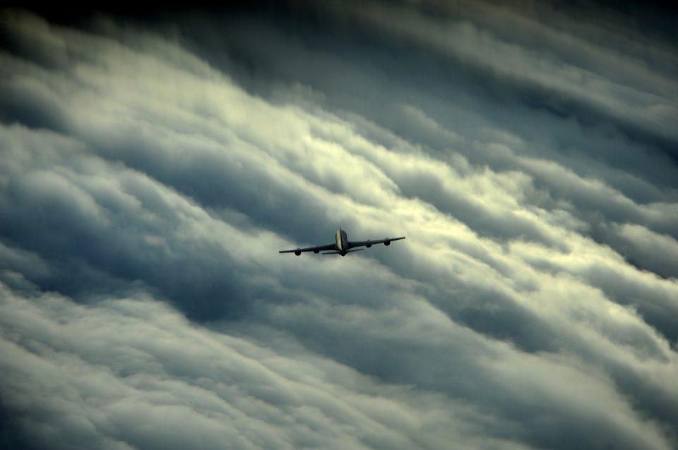 Аэропорт Кольцово не смог принять три авиарейса из-за шквального ветра