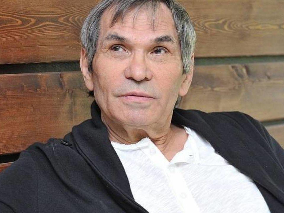 Сын Алибасова показал фото с отцом, вышедшим из комы